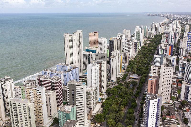 800px-visconde_de_jequitinhonha_avenue_-_recife_pernambuco_brazil