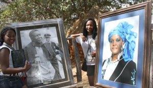 Danai-Pawandiwa-and-Tapiwa-Kupfuwa-at-the-potraits-of-President-Mugabe-and-First-Lady-Amai-Grace-at-the-Zimbabwe-cultural-centre