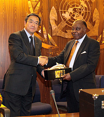 PRESENTATION OF THE 2012 INTERNATIONAL MARITIME PRIZE TO DR. T.A. MENSAH