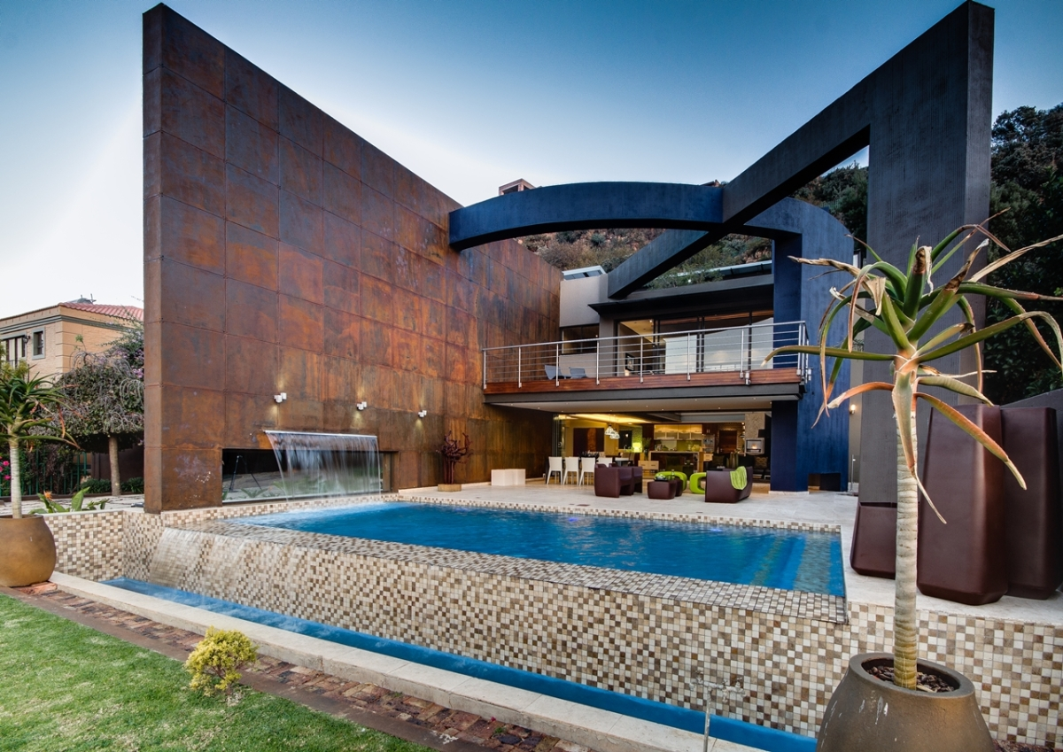 Modern_Villa_Called_House_The_In_Constantia_Kloof_Johannesburg_by_Nico_Van_Der_Meulen_Architects_on_world_of_architecture_01