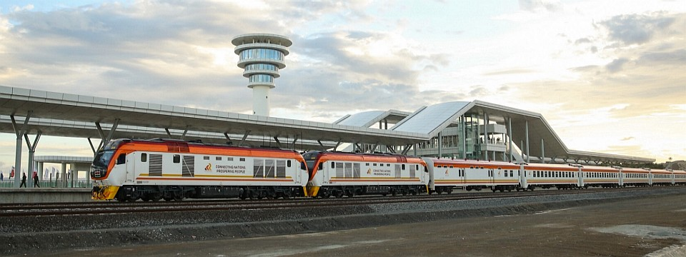 4021-trainleavingmombasa
