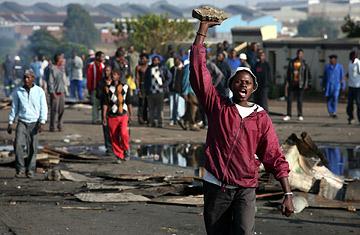 360_safrica_violence_0530