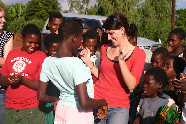 inside-word-malawi-community-visit-and-dance