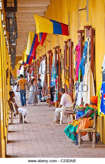 souvenir-shops-at-artesanias-indias-catalina-ii-in-cartagena-colombia-c33dab