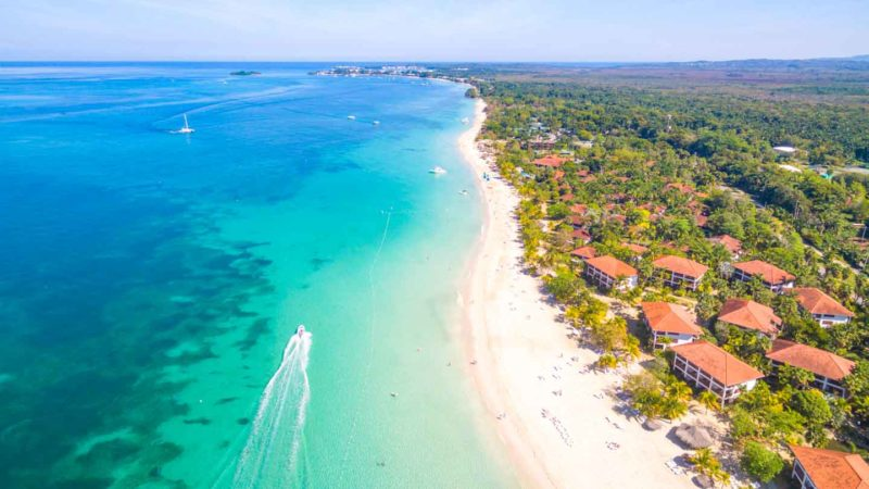 Things-to-do-in-Negril-Jamaica-7-mile-beach-800x450