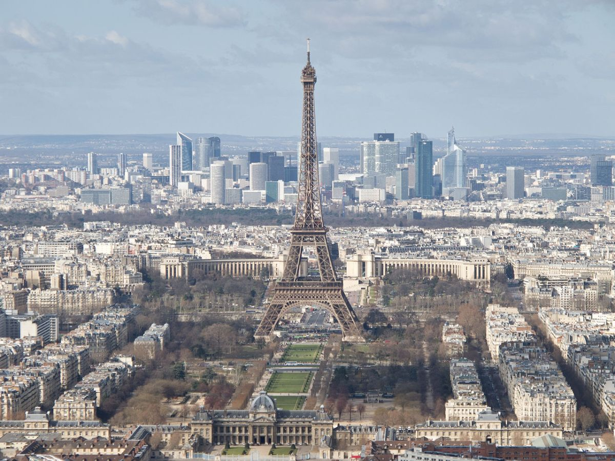 1280px-Tour_Eiffel,_École_militaire,_Champ-de-Mars,_Palais_de_Chaillot,_La_Défense_-_03