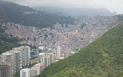 0_2362_47_1528_two_rocinha-crowded-valley-surrounded-lush-vegetation-blaser39