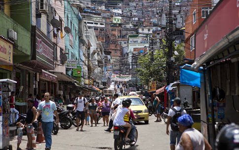 0_4200_84_2716_two_rocinha-commercial-street-comen8457
