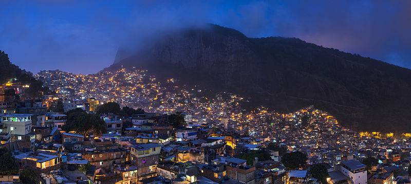 1_rocinha_night_2014_panorama