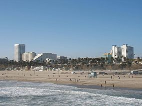 284px-Santa_Monica_Beach_seen_from_the_pier.JPG