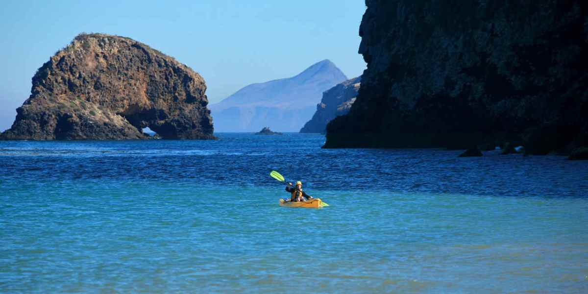 VCW_D_ChannelIslands_Hero_Kayaking Scorpion Bay, Santa Cruz Island_Photo DougMangumhr_1486_not CIO copy_1280x642