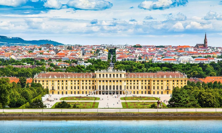 View-Of-Vienna-Palace-Slider-Big-Bus-Tours