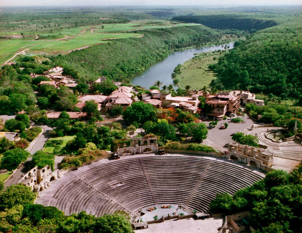 altos-de-chavon-amphitheater