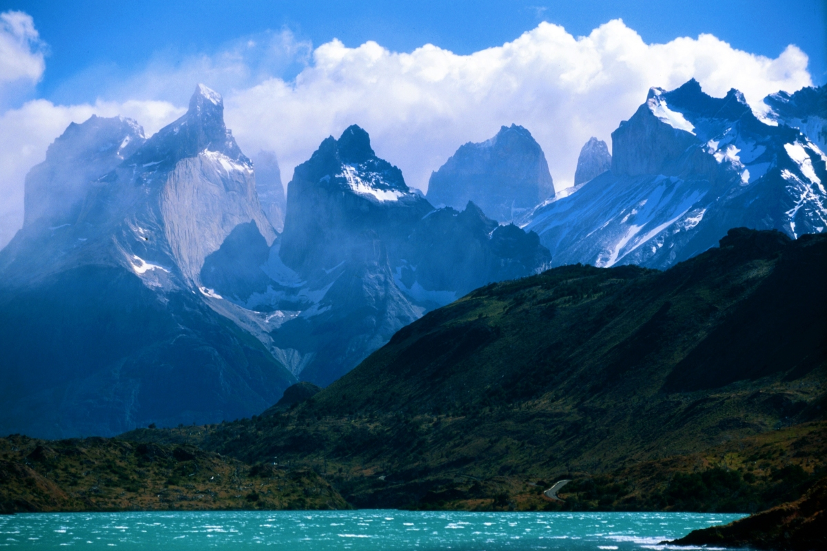 A_view_towards_Torres_Del_Paine.jpg