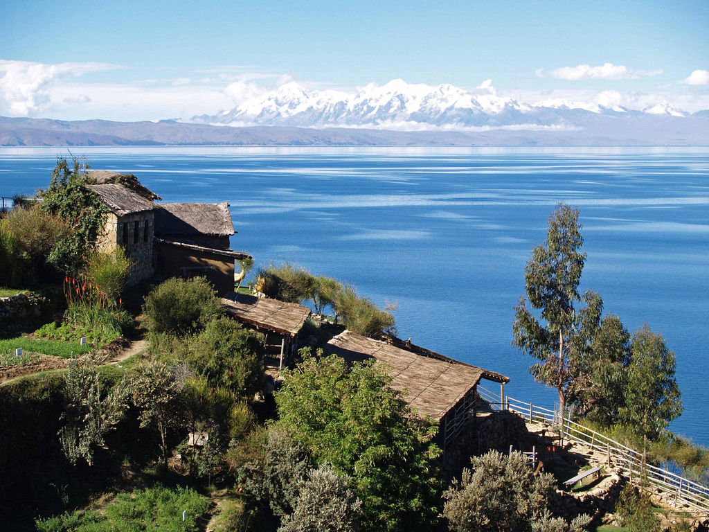 Lake_Titicaca_on_the_Andes_from_Bolivia.jpg
