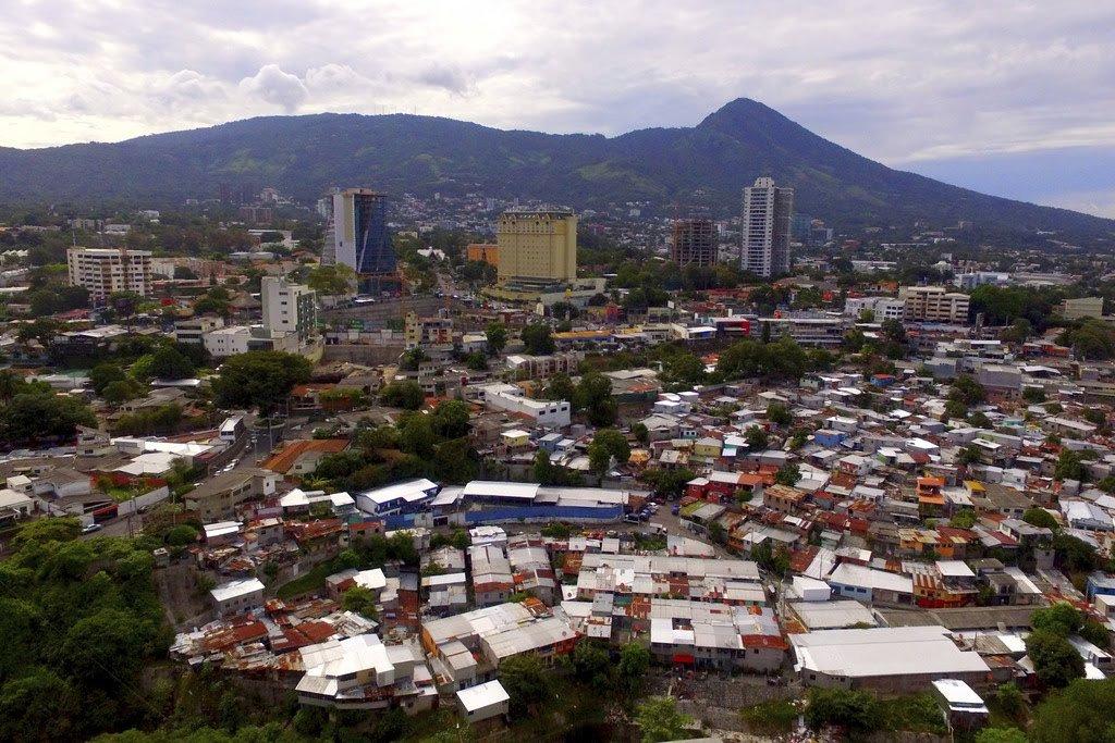urn-publicid-ap-org-b75c8196b760427cae83204a951ddd52Migrant_Caravan_El_Salvador_Why_They_Leave_74448-1024x683