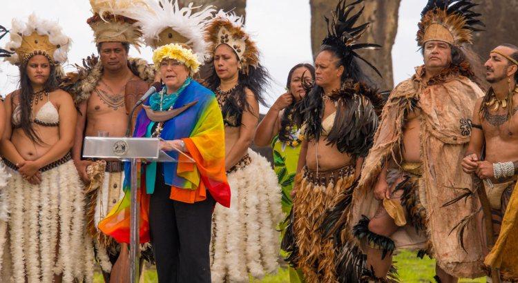 chile-president-michelle-bachelet-ahu-tongariki-easter-island-rapa-nui-natives-return-land.jpg