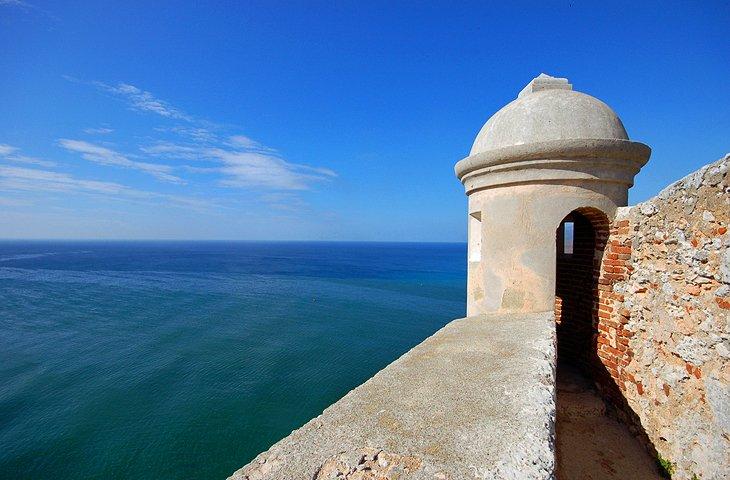 cuba-santiago-de-cuba-castillo-de-san-pedro-del-morro.jpg