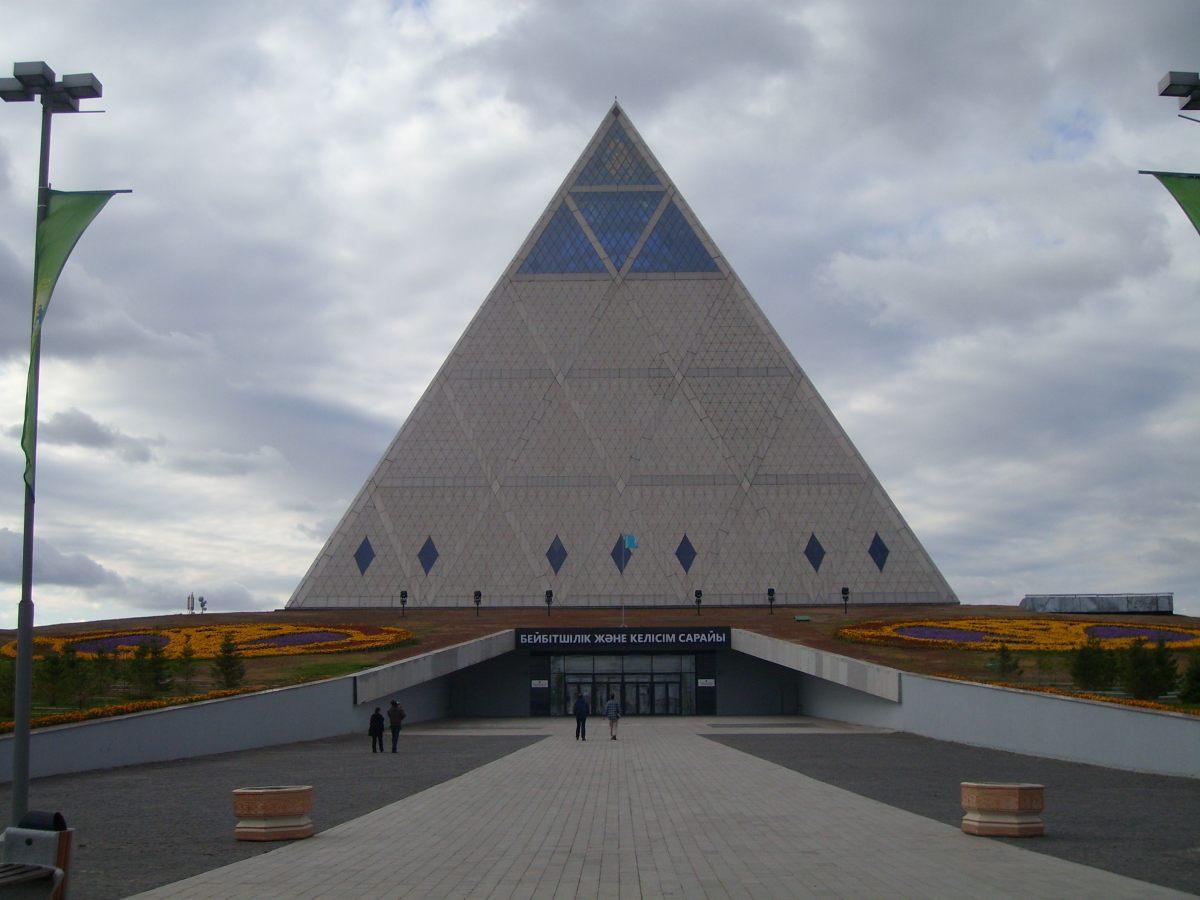 stp62767-pyramid