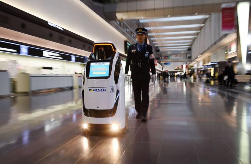b-robots-a-20171214-870x567