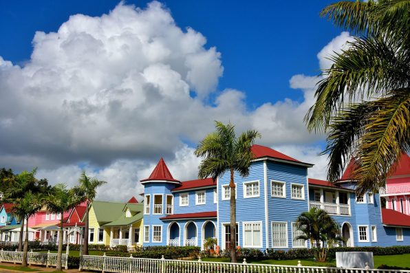 Dominican-Republic-Samana-Pastel-Row-Houses-1440x961
