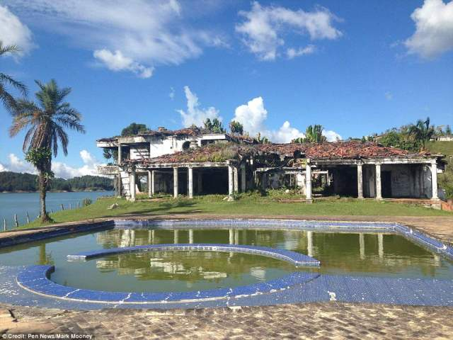 4DD67C0900000578-5908489-Pablo_Escobar_bought_the_20_acre_estate_in_Guatap_Colombia_and_n-a-2_1530538871702